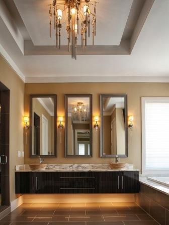 Cermin di Depan Pintu Masuk