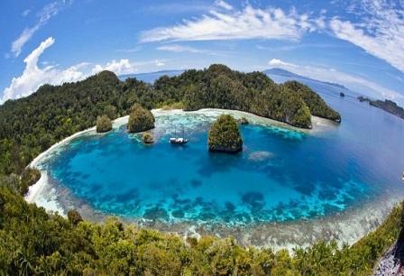 Kepulauan Raja Ampat Tempat Wisata di Irian Jaya