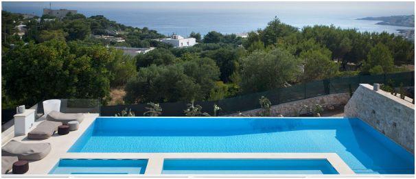 penempatan kolam renang di atas rumah