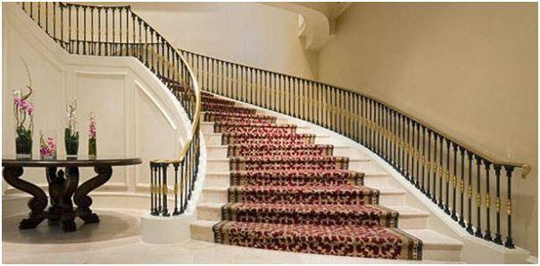 tangga melengkung
